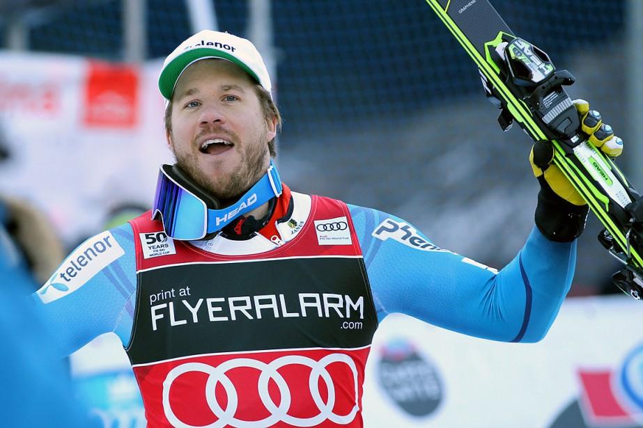 Le Norvégien Kjetil Jansrud célèbre sa victoire.... (Andrea SOLERO, AFP)