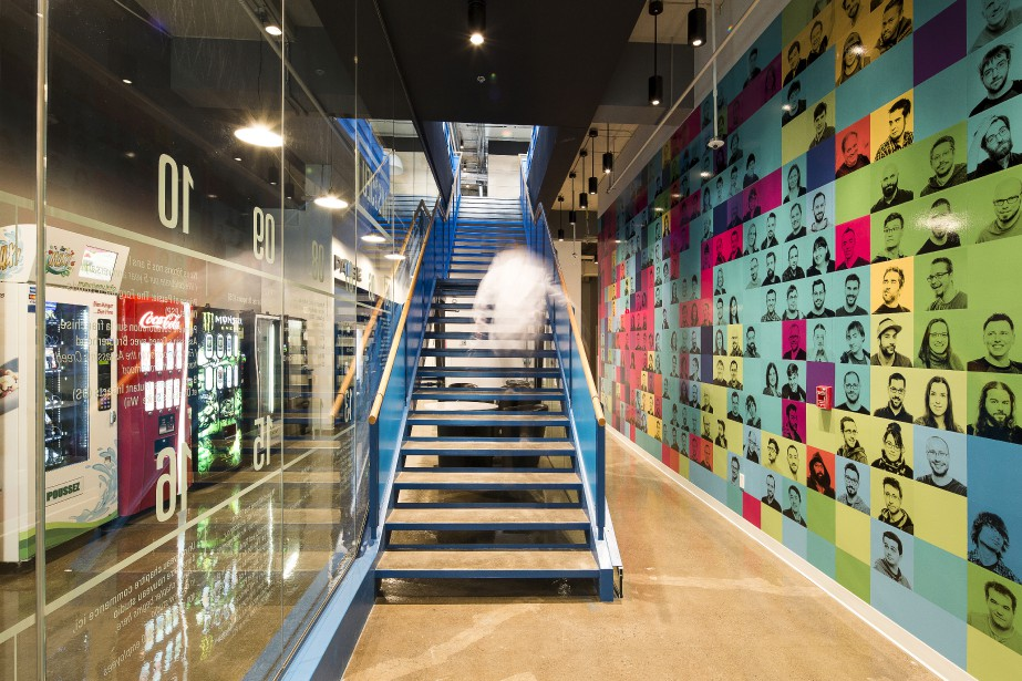 L'escalier bleu électrique crée une «grande percée dynamique». (Fournie par Ubisoft, Jonathan Robert)