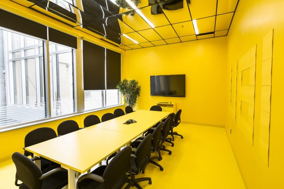 La salle Post-it arbore un jaune éclatant qui pousse les gens hors de leur zone de confort, «au maximum de l'imagination et de l'innovation». (Fournie par Ubisoft, Jonathan Robert)