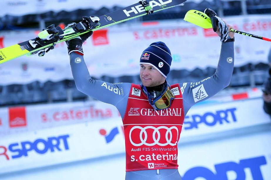 Alexis Pinturault fête sa victoire à Santa Caterina... (PHOTO Andrea SOLERO, AFP)