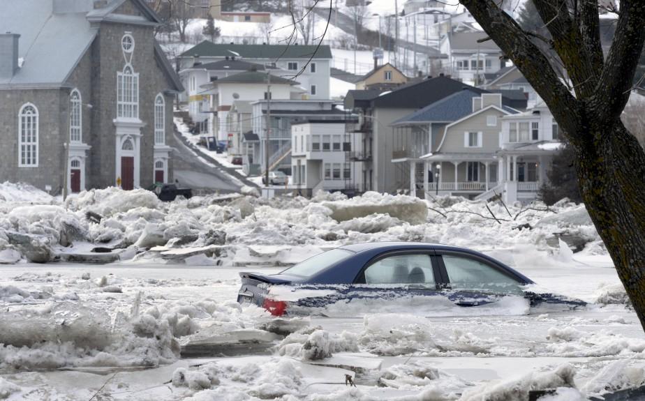 La rivière Chaudière est encore une fois sortie de son lit, en février, alors que plus de 200 personnes ont été évacuées à la suite de la formation d'un embâcle de sept kilomètres. (Le Soleil, Jean-Marie Villeneuve)