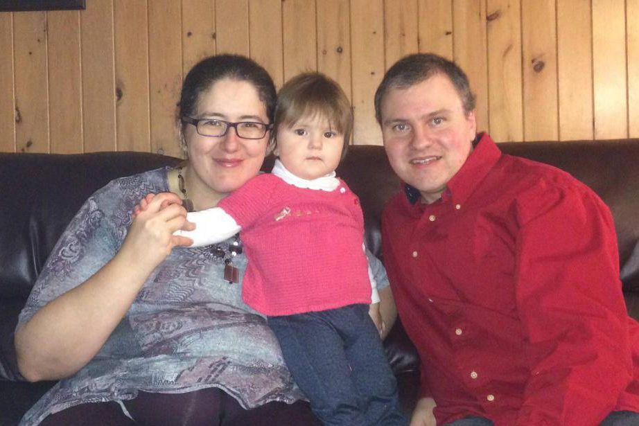 Karine Cummings, Dave St-Pierre et leur fillette.... (PHOTO FOURNIE PAR LA FAMILLE)