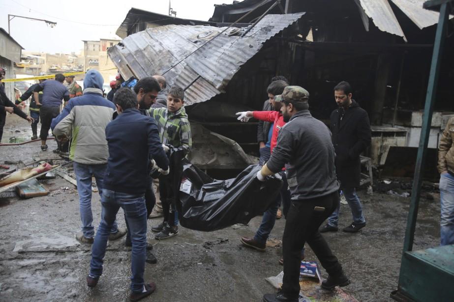 La double attaque perpétrée par deux kamikazesest survenue... (Photo Karim Kadim, AP)