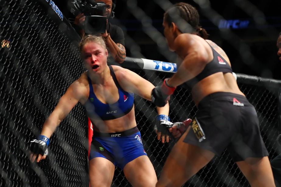 Nunesa rapidement atteint Rousey à plusieurs reprises à... (PHOTO Mark J. Rebilas, USA Today Sports)