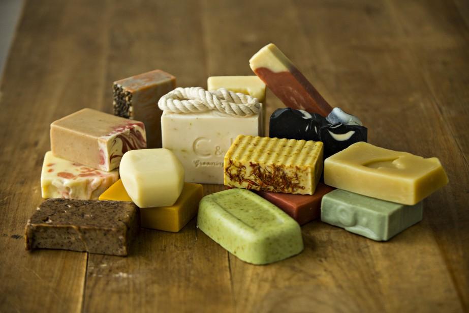 Les savonneries artisanales sont nombreuses au... (PHOTO OLIVIER JEAN, LA PRESSE)
