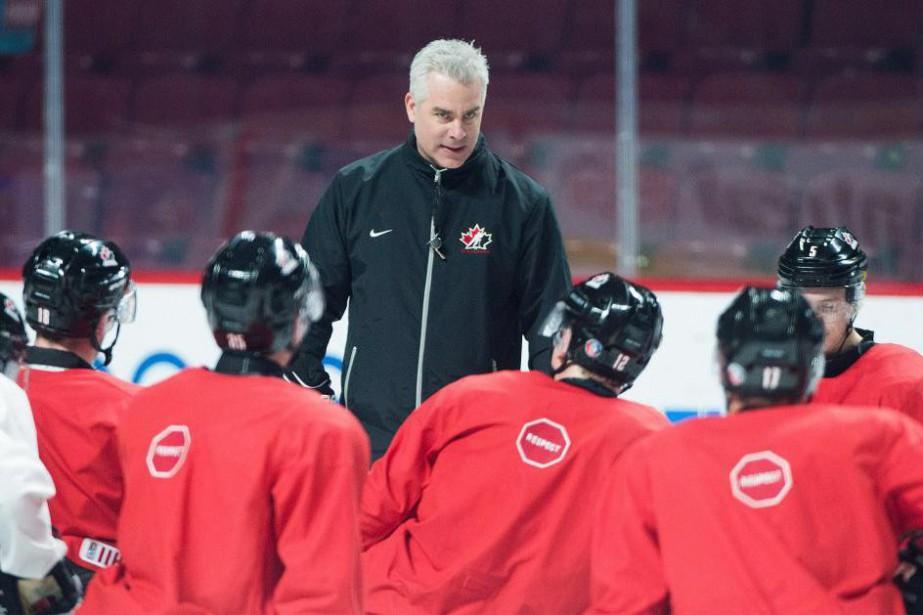 Les joueurs écoutent l'entraîneur Dominique Ducharme à la... (photoGraham Hughes, la presse canadienne)