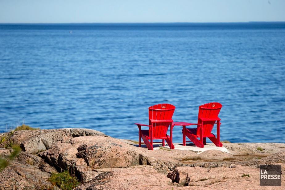 Les chaises rouges de Parcs Canada au Centre... (PHOTO DAVID BOILY, ARCHIVES LA PRESSE)