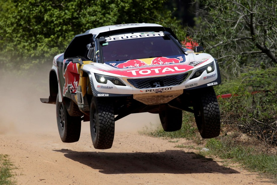 La voiture de Sébastien Loeb et Daniel Elena... (PHOTO REUTERS)