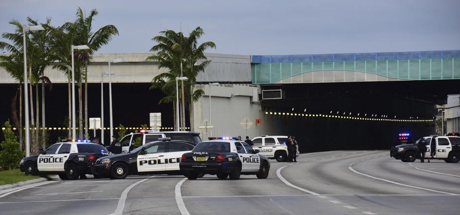 L'aéroport de Fort Lauderdale a été complètement bouclé pendant et après la fusillade. (AP, Jim Rassol)