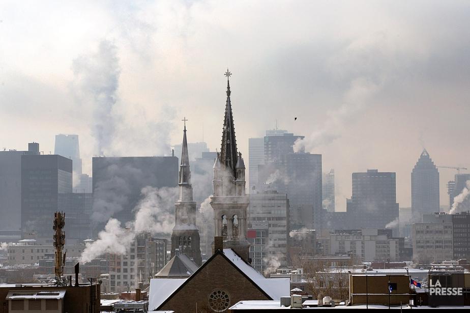 Les épisodes de smog sont de moins en... (PHOTO ROBERT SKINNER, LA PRESSE)