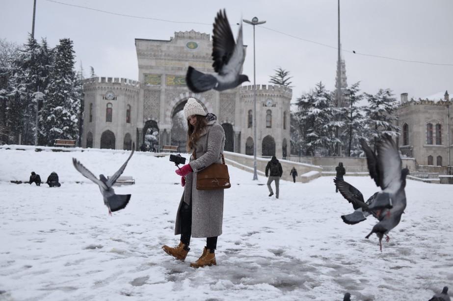 En Turquie, un épais manteau de neige recouvrait... (photo AP)