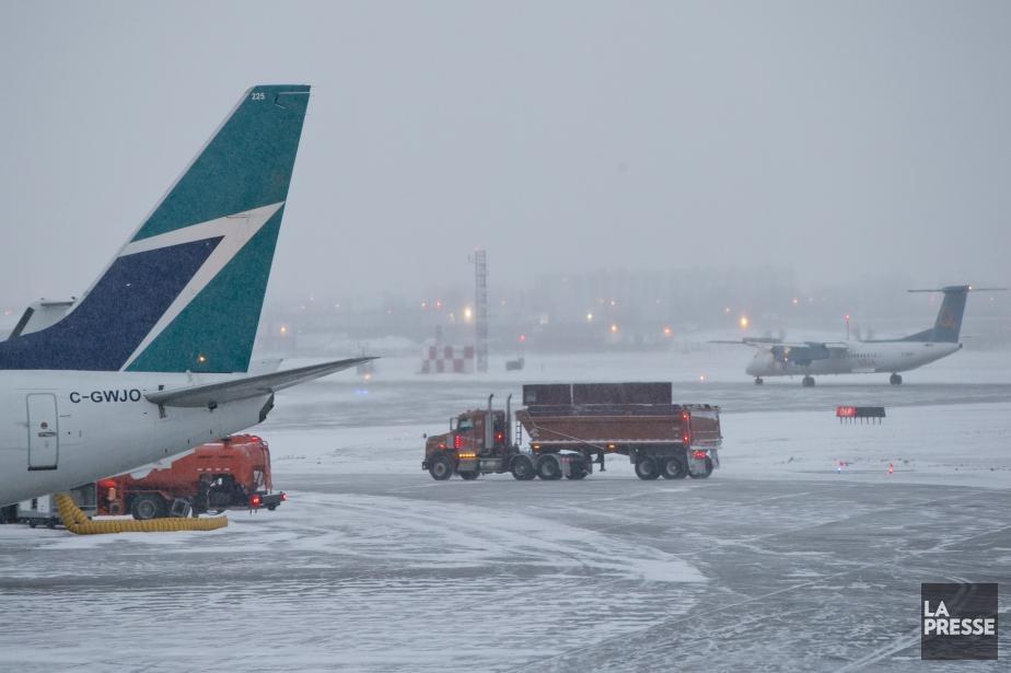 'application de trafic aérien Flightradar24 démontrait que de... (PHOTO DAVID BOILY, ARCHIVES LA PRESSE)