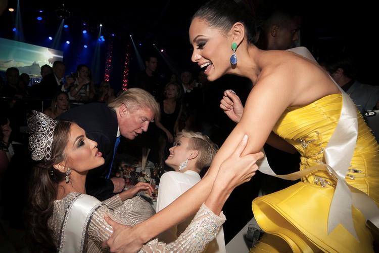 Donald Trump participant à une fête dans le... (PHOTO REUTERS)