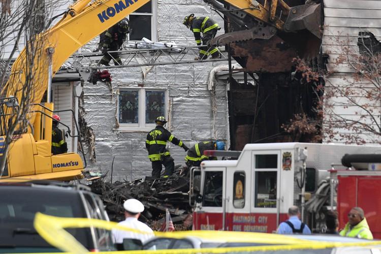 La maison s'est partiellement effondrée et une enquête... (PHOTO REUTERS)