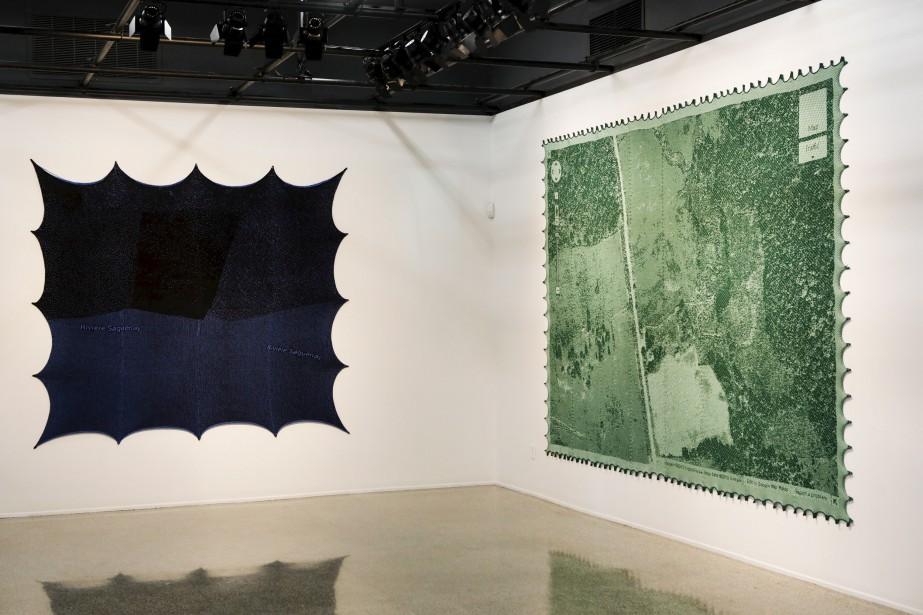 À gauche, l'oeuvre <em>Rivière Saguenay</em>. <em>Moon Rain</em>, à droite, représente «un coin en Outaouais». (Le Soleil, Caroline Grégoire)