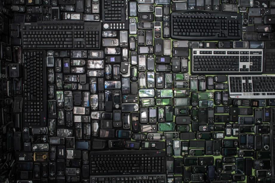 La quantité de déchets d'équipements électriques et électroniques... (Photo Ed Jones, archives Agence France-Presse)
