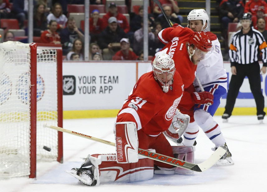 Le gardien des Red Wings Jared Coreau effectue un arrêt. (Photo Paul Sancya, AP)