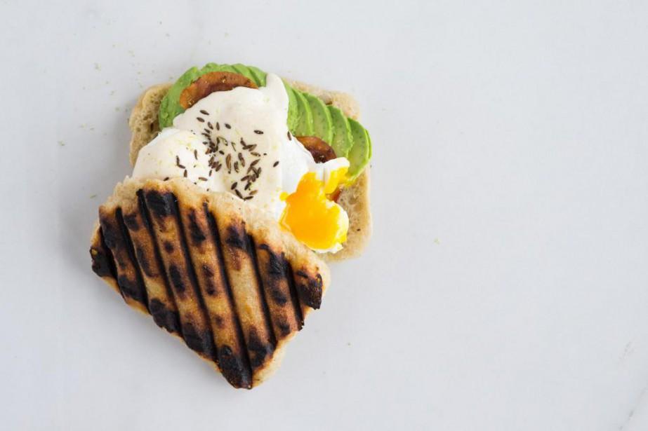 Un muffin anglais accompagné de pancetta, d'avocat, d'oeufs... (Photo Edouard Plante-Fréchette, La Presse)