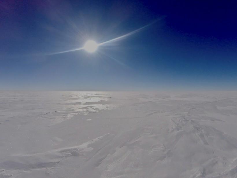 L'Antarctique c'est le désert blanc : de la neige encore et encore... (Sébastien Lapierre - polesud2016.com)