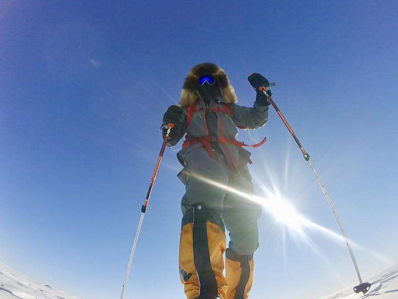 Fin seul dans l'immense désert blanc, l'aventurier Sébastien Lapierre n'a pas ressenti la solitude l'envahir : «J'étais content. J'avais hâte. Enfin, ça commençait pour vrai !» (Sébastien Lapierre - polesud2016.com)