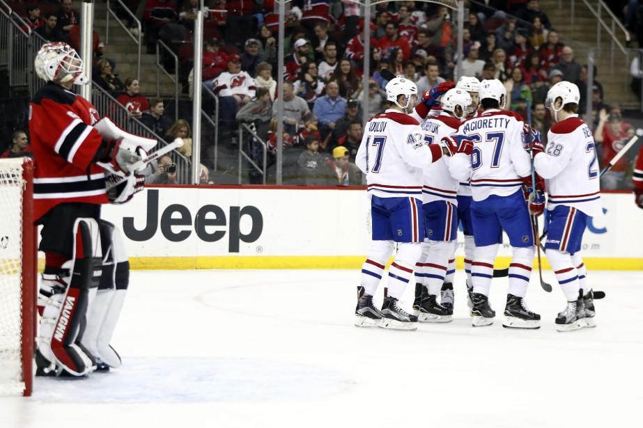 Les joueurs du CH célèbrent le but d'Alex... (Photo AP)