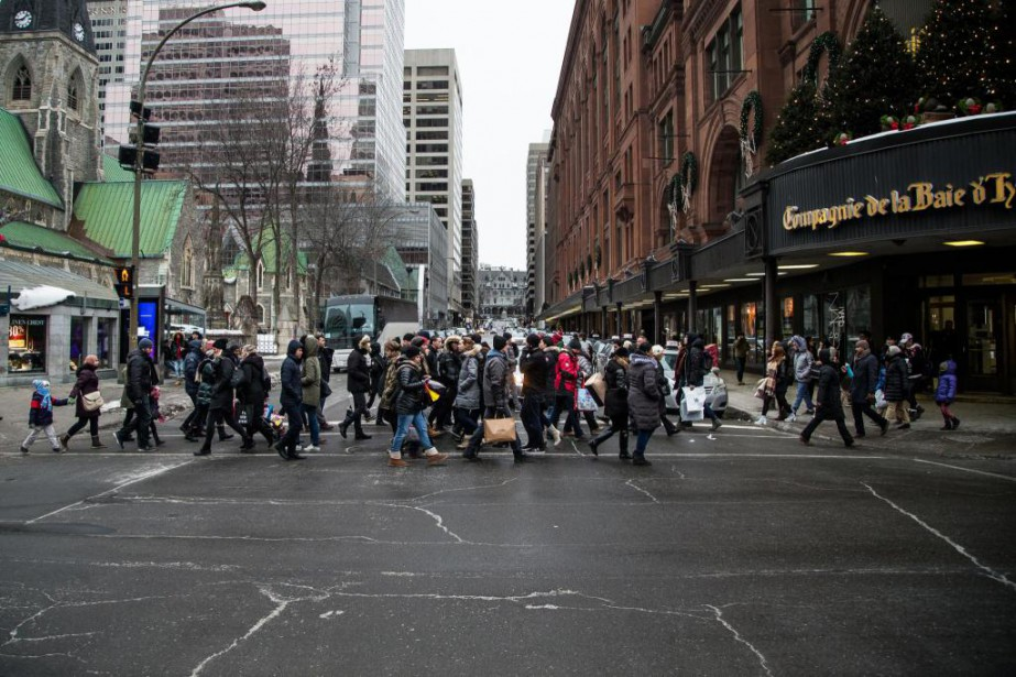 Des centaines de boutiques se retrouvent sur cette... (PHOTO OLIVIER PONTBRIAND, LA PRESSE)