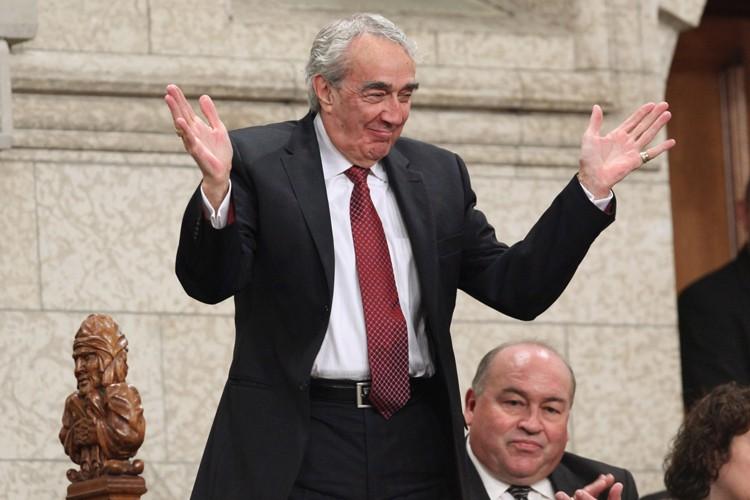 Marcel Prud'homme applaudi à la Chambre des communes,... (Archives, La Presse canadienne)