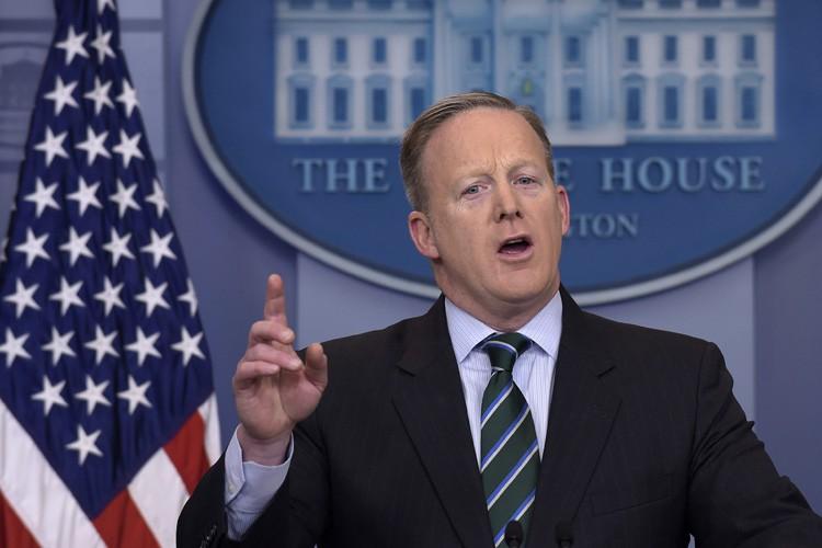 Le porte-parole Sean Spicer a commencé la séance... (PHOTO AP)