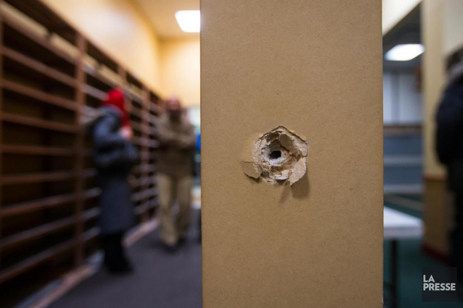 Des trous de projectiles sont bien visibles au... (PHOTO OLIVIER JEAN, ARCHIVES LA PRESSE)