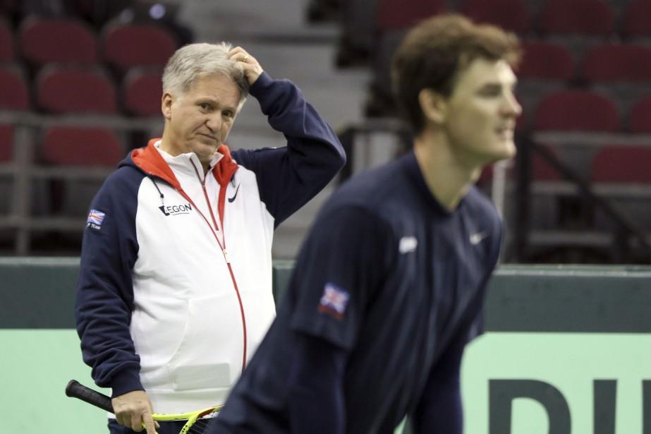 Louis Cayer, l'ancien capitaine de l'équipe canadienne est aujourd'hui entraîneur pour la Grande-Bretagne.   1 février 2017