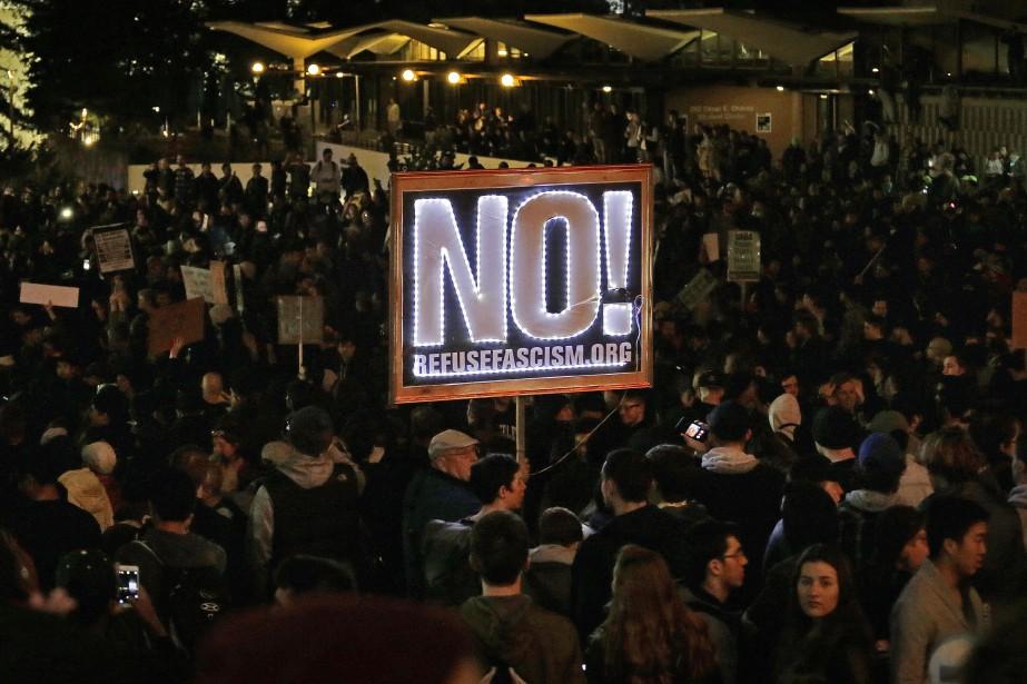 Des centaines de manifestants, pour la plupart des... (Photo Ben Margot, Associated Press)