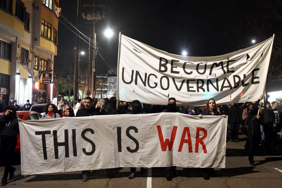 Des centaines de manifestants, pour la plupart des... (PHOTO AFP)