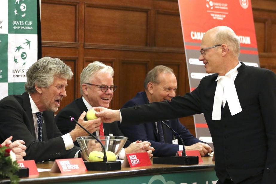 L'honorable Geoff Regan, président de la Chambre des communes fait le tirage de la Coupe Davis. | 2 février 2017