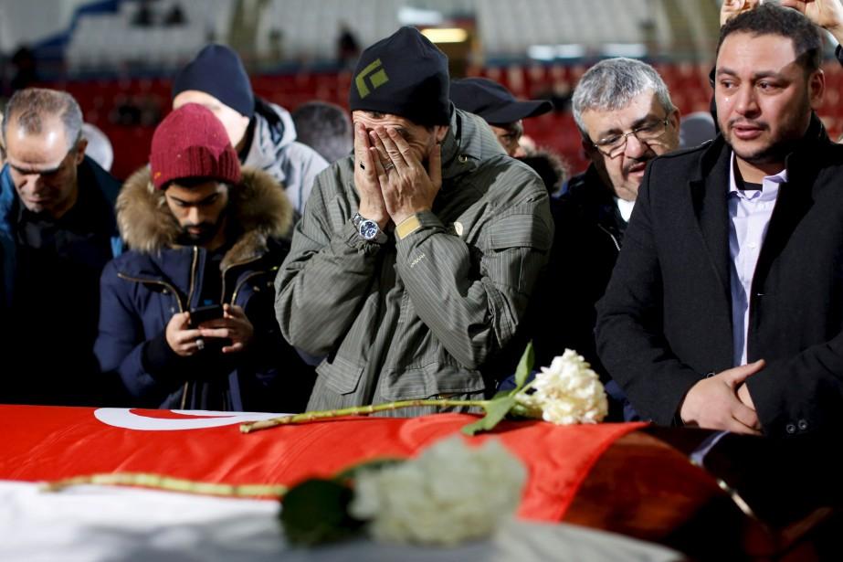 Les gens se sont recueillis sur les tombes de leurs compatriotes tombés sous les balles. (AFP, Chris Wattie)