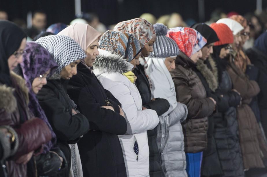 Un groupe de femmes en prière. (La Presse canadienne, Paul Chiasson)