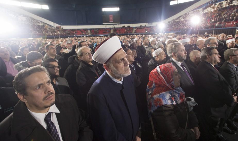 La foule en recueillement au moment de la prière (La Presse canadienne, Paul Chiasson)