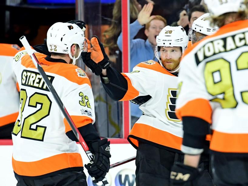 Le but de Claude Giroux, son 12<sup>e</sup>, permettait aux Flyers d'égaliser la marque en deuxième période hier. (Photo Eric Hartline, USA Today Sports)