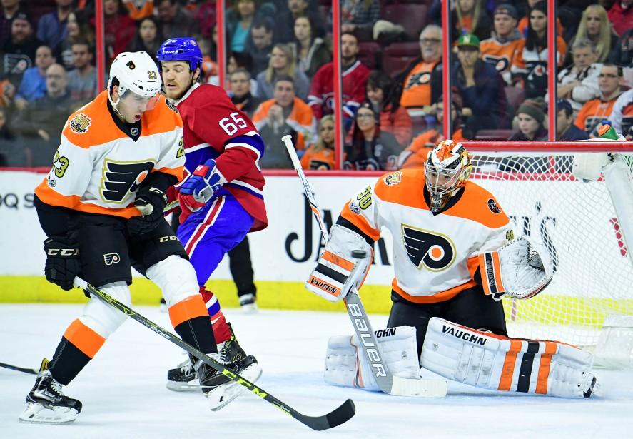 Ni le défenseur Brandon Manning ni le gardien Michal Neuvirth n'ont pu arrêter la rondelle tirée par le nouveau venu du Canadien, Nikita Nesterov. (Photo Eric Hartline, USA Today Sports)