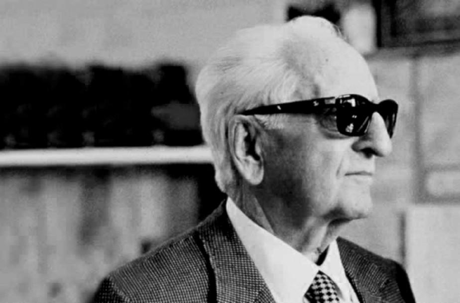 Cette photo non datée montre Enzo Ferrari, fondateur du constructeur automobile portant son nom il y a 70 ans cette année. (Musée automobile Enzo Ferrari de Modène)