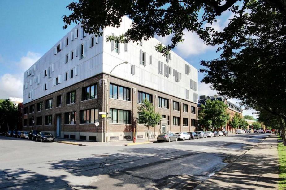 L'appartement est situé sur la droite de l'édifice,... (Photo fournie par Re/Max Dynamique)