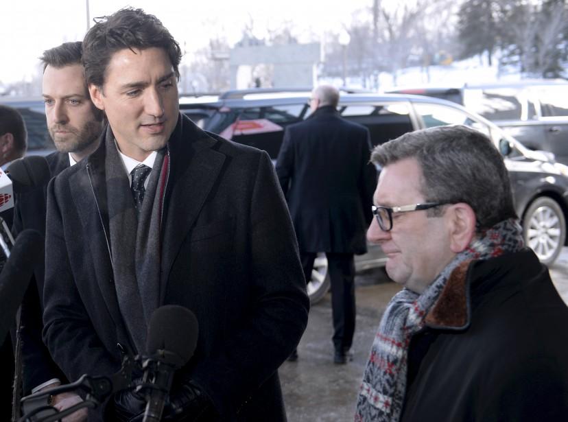 Le député fédéral de Louis-Hébert, Joël Lightbound, le premier ministre du Canada, Justin Trudeau, et le maire Régis Labeaume, avant la cérémonie. | 3 février 2017