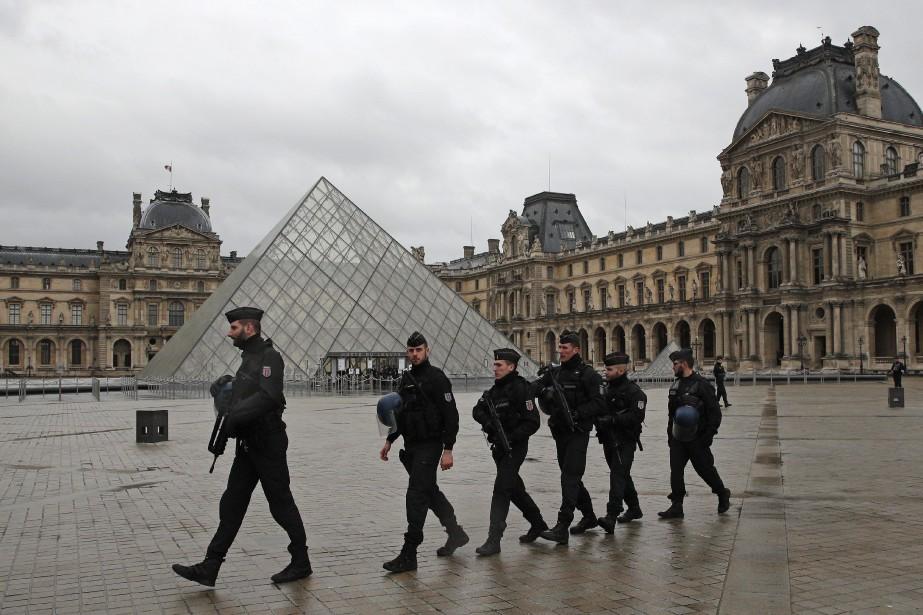 Les enquêteurs français pensent avoir identifié l'auteur de... (Photo AP)