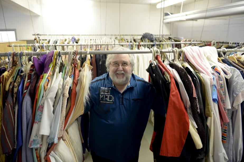 Après la faillite de l'Opéra du Saguenay-Lac-Saint-Jean, son ancien directeur, Alexandre Malenfant, a fait l'acquisition de sa réserve de costumes. Il ne désespère pas, en effet, de produire à nouveau des opéras. (Photo Le Progrès-Dimanche, Jeannot Lévesque)