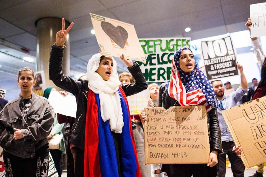 Naimah Qazi (à gauche) et Hatal Ashraph ont... (PHOTO KYLE GRILLOT, ARCHIVES AFP)