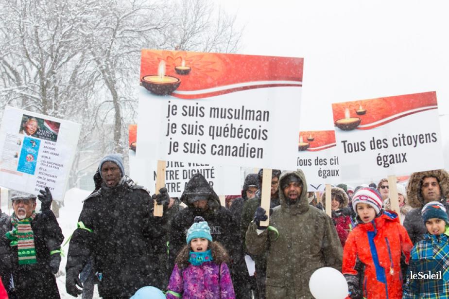 Une marche à la mémoire des six victimes de l'attentat à la... (PHOTO LE SOLEIL)