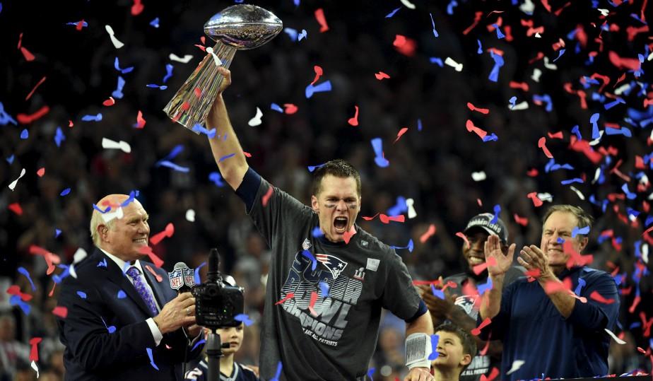 Le quart-arrière des Patriots de la Nouvelle-Angleterre, Tom Brady, a... | 2017-02-06 00:00:00.000