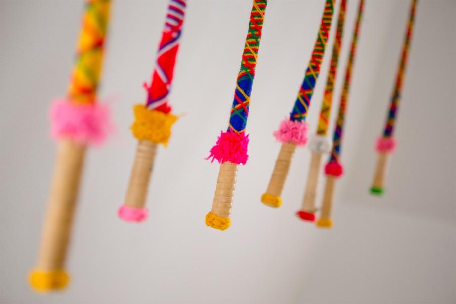 Fouets: Ces fouets sont des répliques colorées de ceux qui étaient utilisés, autrefois, dans les cérémonies traditionnelles balinaises impliquant des chevaux ou des buffles. (Photo David Boily, La Presse)