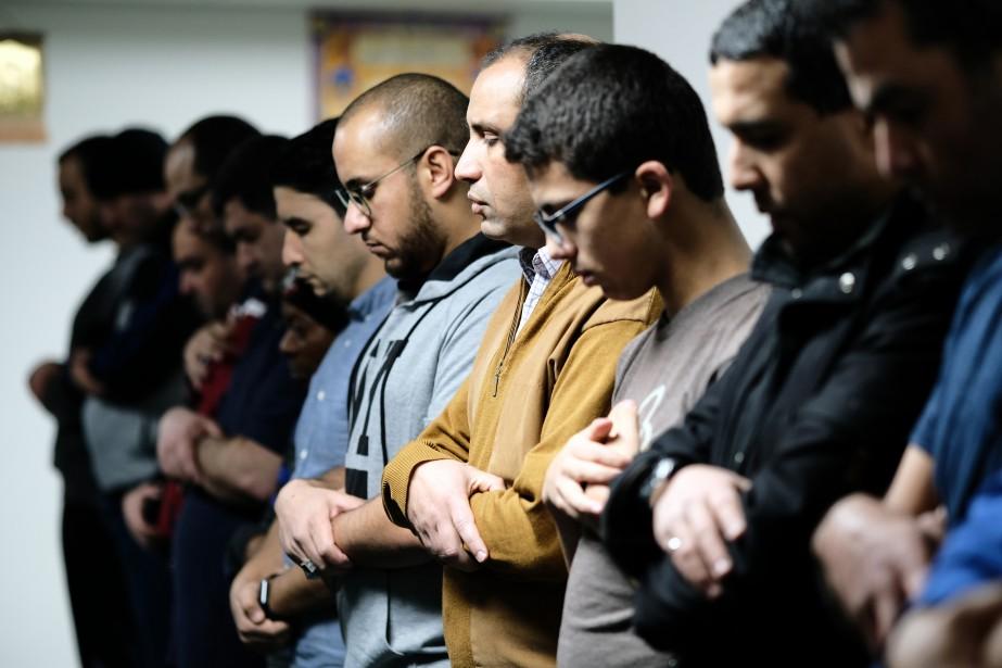 Au lendemain de l'attentat de Québec, la solidarité et le recueillement étaient au rendez-vous, notamment au Centre culturel islamique de Granby. | 6 février 2017