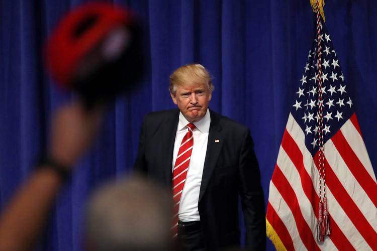 Donald Trump a visité lundi la base militaire... (PHOTO REUTERS)