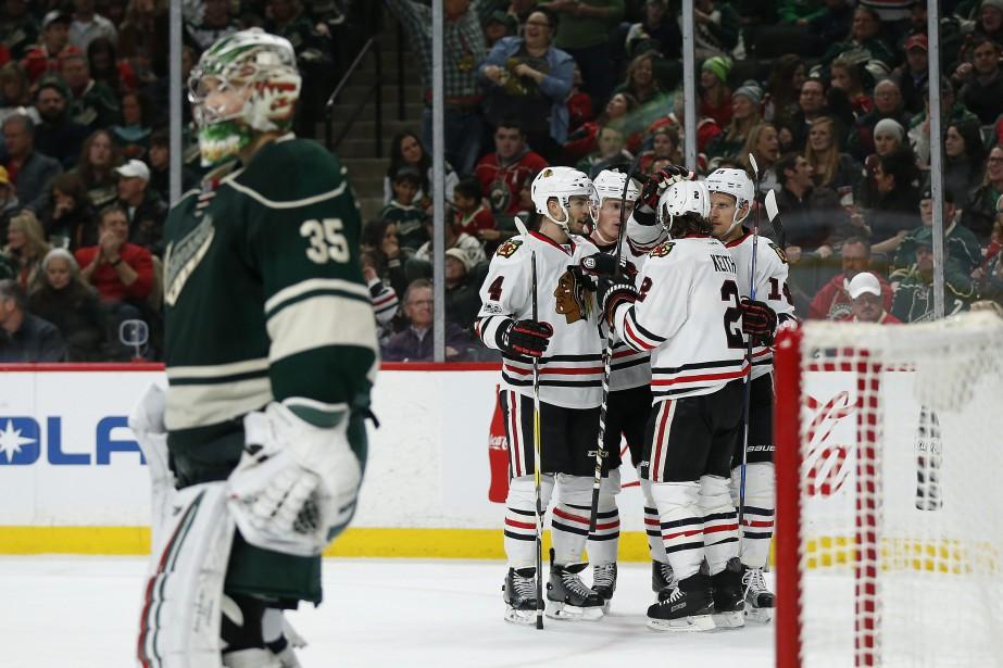 Les joueurs des Blackhawks célèbrent l'un de leurs... (Photo Stacy Bengs, AP)